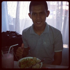 Photo taken at Mie Pangsit Gajah Mada by Muhammad Z. on 1/12/2014