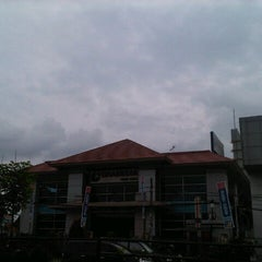 Photo taken at Gramedia by Aakhwan on 1/23/2013