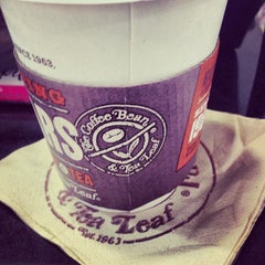 Photo taken at The Coffee Bean & Tea Leaf by ✨Nicole Marie S. on 12/13/2013