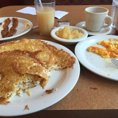 Photo taken at The Golden Nugget Pancake House by Ronnie on 12/12/2015