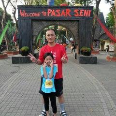 Photo taken at Pasar Seni Ancol by Erika O. on 10/10/2015