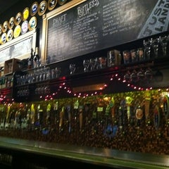 Photo taken at Flying Saucer Draught Emporium by Michael Y. on 11/12/2012