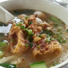 Photo taken at Uncle Chow Kopitiam by Michelle O. on 9/21/2015