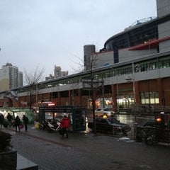 Photo taken at 동서울종합터미널 (East Seoul Intercity Bus Terminal) by Hanseon C. on 12/14/2012