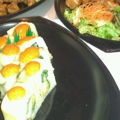 Photo taken at Sushi Itto by Luis V. on 5/8/2013