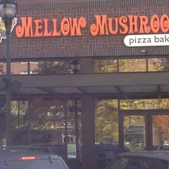 Photo taken at Mellow Mushroom Pizza Bakers by Ali R. on 10/16/2012