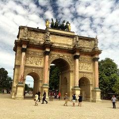 Photo taken at Arc de Triomphe du Carrousel by Luthfi S. on 7/28/2013