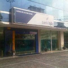 Photo taken at Bank bjb cabang hasyim ashari by Rendy P. on 10/9/2012