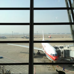 Photo taken at 上海浦东国际机场1号航站楼 T1 Shanghai Pudong Int'l Airport by Timur R. on 12/24/2012
