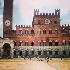 Photo taken at Piazza del Campo by Raúl P. on 7/21/2013