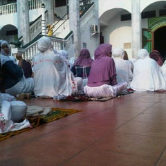 Photo taken at Masjid Jami Asy-Syakirin by Sunnia A. on 10/26/2012