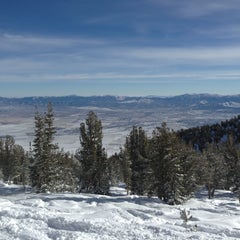 Photo taken at East Peak Lodge by Sarah C. on 12/15/2012