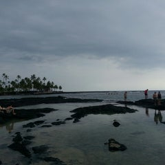 Photo taken at Hōnaunau Bay Puʻuhonua Pt. by Beth F. on 6/25/2014