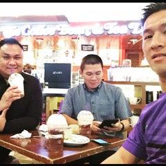 Photo taken at Coffe Zone (Gadong) by Gzul Yusof on 6/8/2015