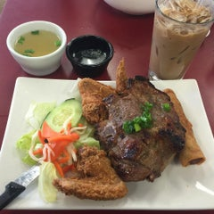 Photo taken at Phở Little Saigon by Kenneth L. on 9/12/2015
