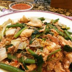 Photo taken at Took Lae Dee (ถูกและดี) by Jay W. on 10/24/2015