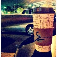 Photo taken at Caribou Coffee by ξβαǷǃɿ 💜لون المطر on 4/20/2013