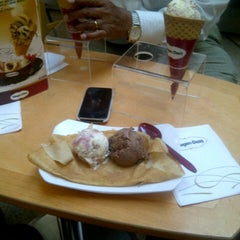 Photo taken at Häagen-Dazs by Andres R. on 12/9/2012