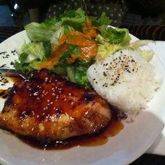 Photo taken at Yen Sushi Karaoke & Lounge by Тимур Б. on 11/12/2012
