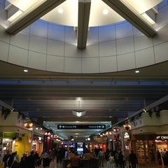 Photo taken at Minneapolis-St. Paul International Airport (MSP) by Gilbert L. on 11/15/2013