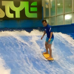 Photo taken at Surf Style by Jec D. on 8/28/2015