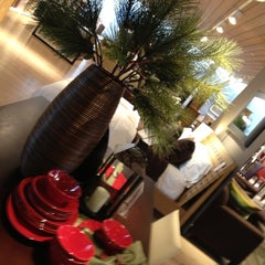 Photo taken at Crate & Barrel by The Fabe on 11/5/2012