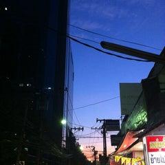 Photo taken at Ochaya by Auman E. on 12/24/2012