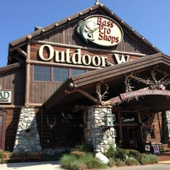Photo taken at Bass Pro Shops by Trag_k V. on 7/13/2013