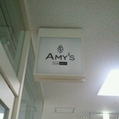 Photo taken at Amy's 青山ツインタワー by Taro M. on 9/12/2011