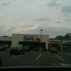 Photo taken at Super Foodtown by Sergio V. on 5/14/2012