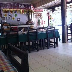 Photo taken at ร้านอาหารหาดทิพย์ by De Z. on 3/18/2012