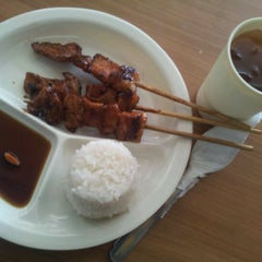 Photo taken at Hungry Juan by Geff C. on 1/24/2012