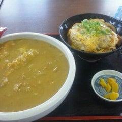Photo taken at 鳴門うどん 荒木店 by GATTACA on 7/28/2011