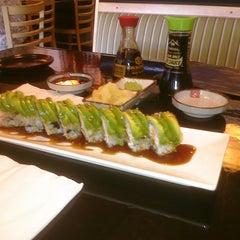 Photo taken at Waraii Sushi by Tatiana A. C. on 7/15/2011
