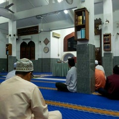 Photo taken at Masjid Al-Mukminun by Termizi S. on 12/26/2011