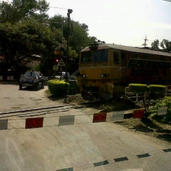 Photo taken at สถานีรถไฟ ปากช่อง by tato t. on 11/12/2011