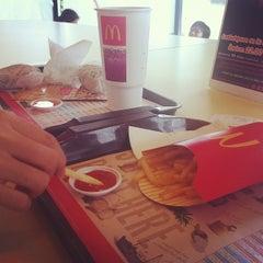 Photo taken at McDonald's & McCafé (แมคโดนัลด์ & แมคคาเฟ่) by Amnat S. on 10/22/2011