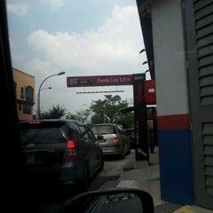 Photo taken at KFC & Pizza Hut Subang 2 by Zack Zaury Z. on 7/28/2012