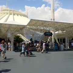 Photo taken at スペース・マウンテン (Space Mountain) by November on 9/3/2012