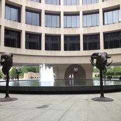 Photo taken at Hirshhorn Museum and Sculpture Garden by Steven L. on 6/18/2012