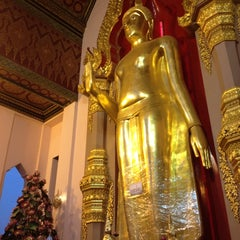 Photo taken at วัดพระปฐมเจดีย์ฯ (Wat Phra Pathom Chedi) by windy c. on 4/14/2012