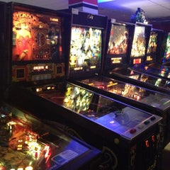 Photo taken at Pinballz Arcade by Laudette G. on 7/30/2012