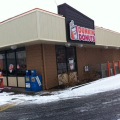 Photo taken at Dunkin' Donuts by Edwin D. on 1/10/2014