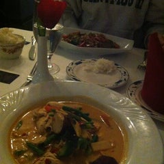 Photo taken at Thai Thai II by Tina B. on 11/22/2012