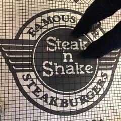 Photo taken at Steak 'n Shake by Ed E. on 7/29/2013