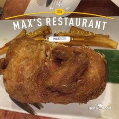 Photo taken at Max's Restaurant by Reina Edenlyne G. on 7/28/2015