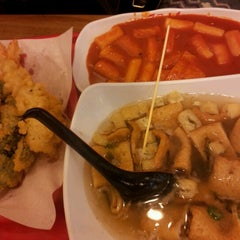 Photo taken at 죠스떡볶이 (Jaws Food) by Mia R. on 11/30/2012