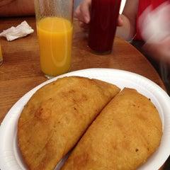 Photo taken at Antojos Araguaney Gourmet by Manuel P. on 6/16/2013