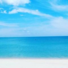 Photo taken at Lamai Wanta Beach Resort by Shadman R. on 9/14/2015