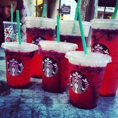 Photo taken at Starbucks by Yasmine A. on 11/27/2012